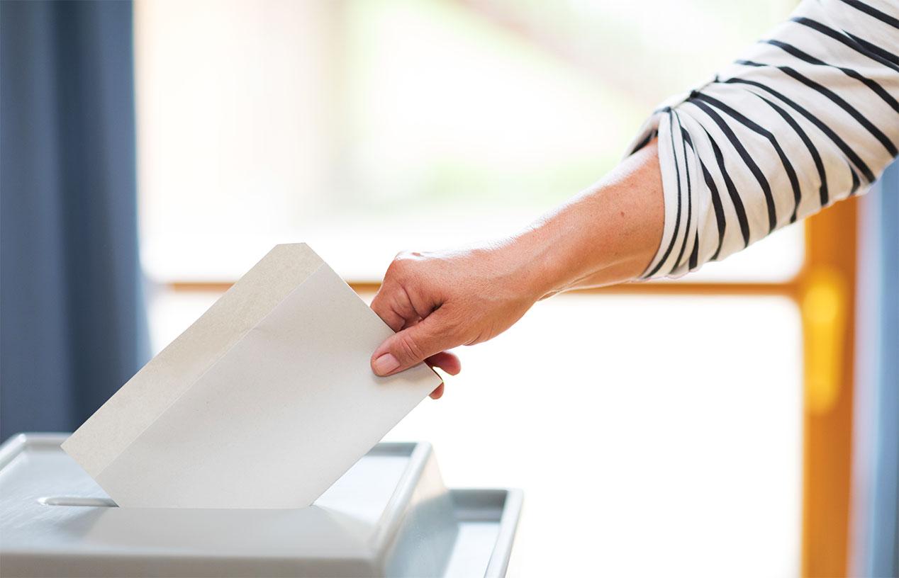 Wahlunterlagen gehören in die Wahlurne